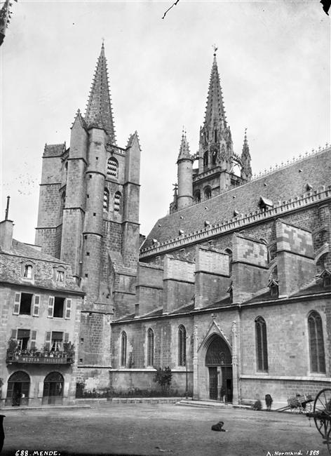 01-Façade_sud_et_flèches_de_la_cathédrale_Notre-Dame_et_Saint-Privat_à_Mende_(Alfred-Nicolas_N...jpg