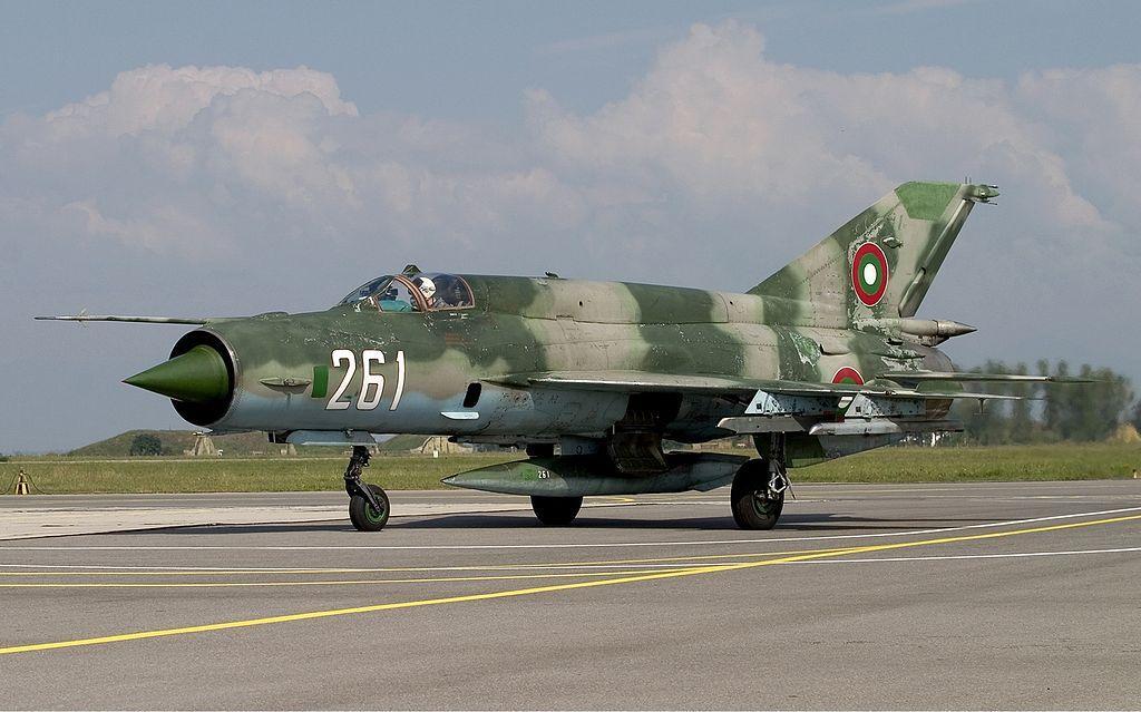 1024px-Bulgarian_Air_Force_Mikoyan-Gurevich_MiG-21bis_Lofting-5.jpg