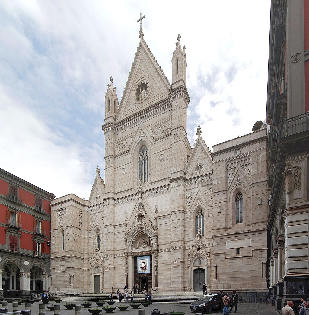 1024px-Facciata_Duomo_di_Napoli_-_BW_2013-05-16.jpg