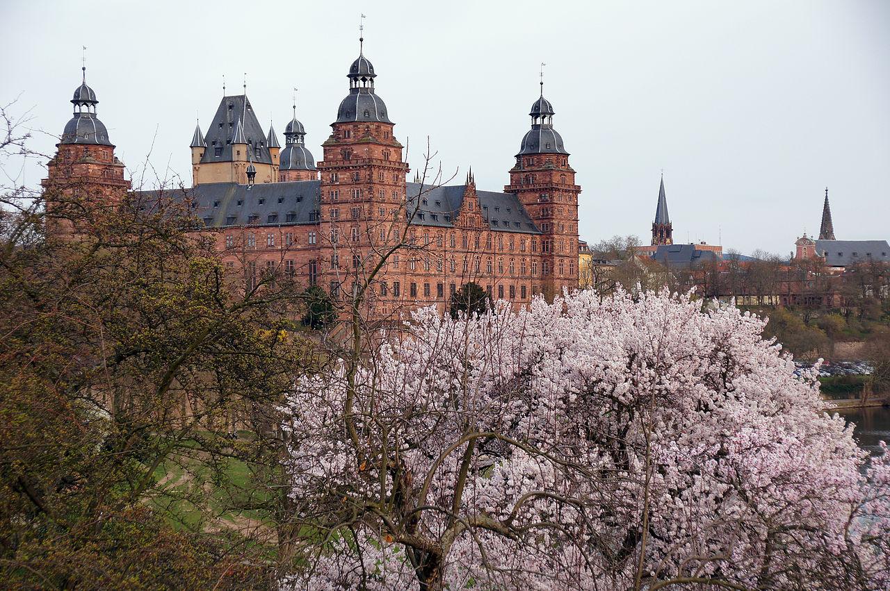 1280px-2011-03-26_Aschaffenburg_123_Schloss_Johannisburg_(6091030669).jpg