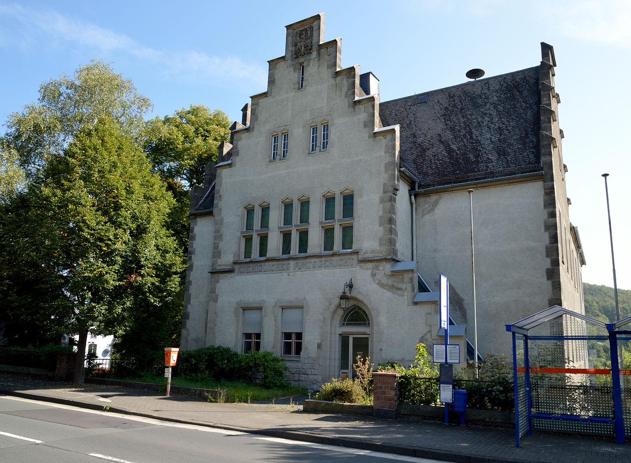 1280px-Königliches_Amtsgericht_Gladenbach_(2).jpg