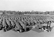 220px-Bundesarchiv_Bild_146-1977-137-20,_Bosnische_SS-Freiwillige_beim_Gebet.jpg