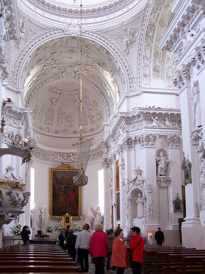 674px-Vilnius_-_St._Peter_and_St._Paul's_Church_02.jpg