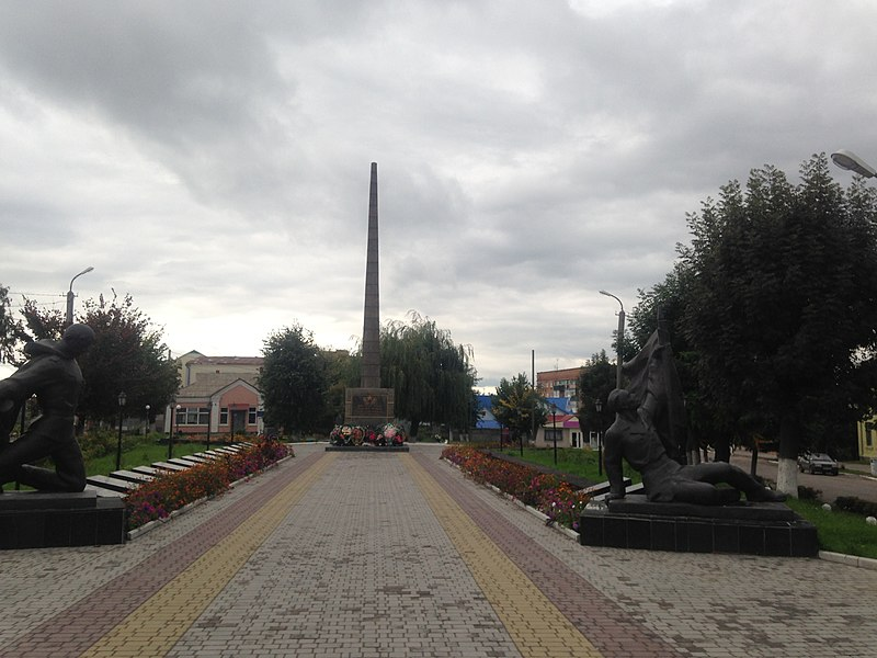 800px-Пам'ятник_воїнам_–_односельчанам_S.jpg
