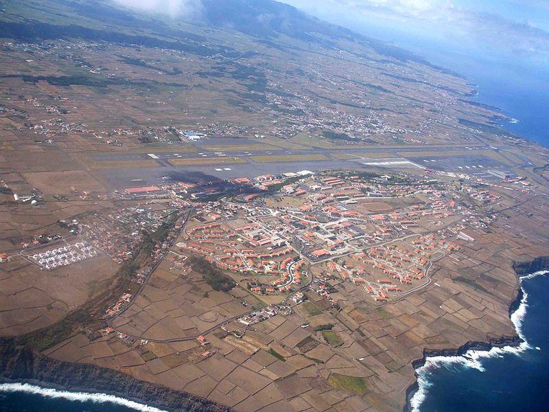 800px-Base_aérea_da_Lajes,_ilha_Terceira,_Açores,_Portugal.jpg