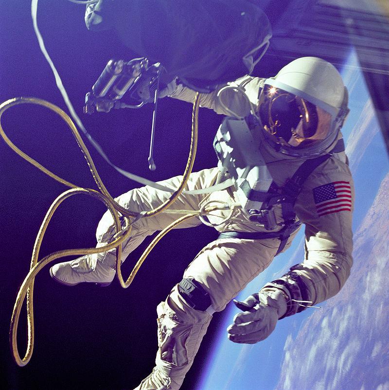 800px-Ed_White_First_American_Spacewalker_-_GPN-2000-001180.jpg