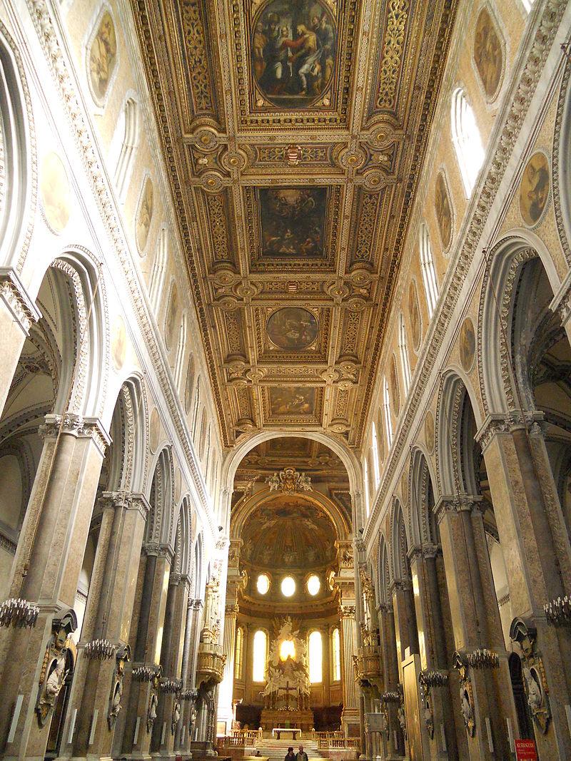 800px-Interno_Cattedrale_di_Napoli.jpg