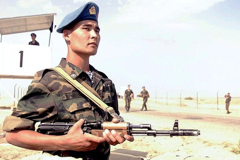 800px-Kazakhstan_paratrooper.jpg