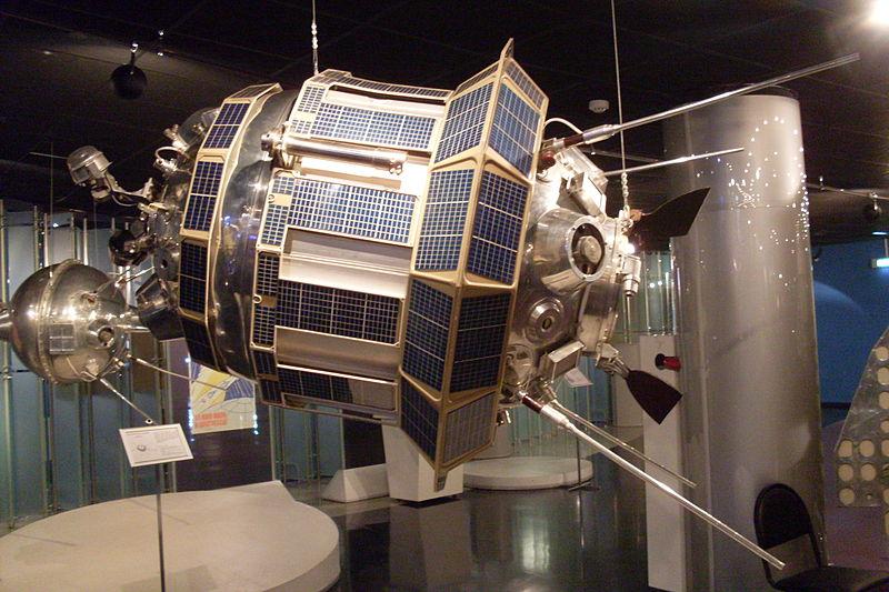800px-Luna-3_(Memorial_Museum_of_Astronautics).jpeg