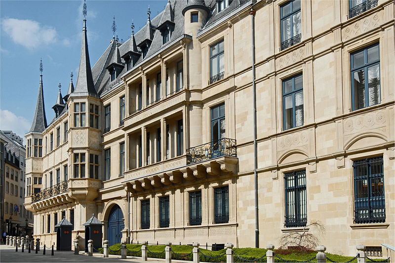 800px-Luxembourg_Grand_Ducal_Palace_01.jpg