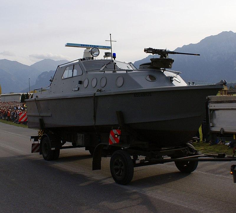 800px-Patrouillenboot_80_-_Schweizer_Armee_-_Steel_Parade_2006.jpg