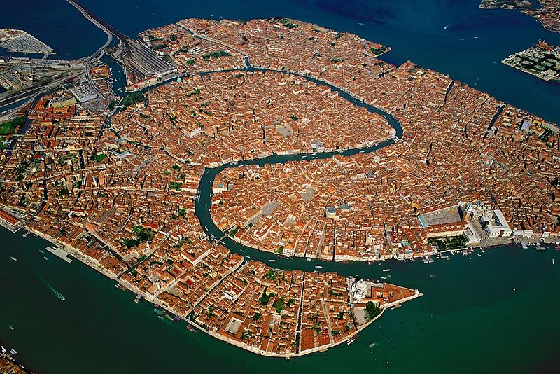 800px-Venice_Old_Town_Lagoon_Aerial_View.jpg
