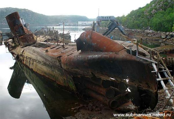 abandoned-submarine.jpg