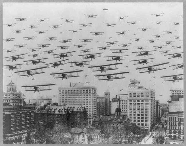 biplanes-fly-over-portland-in-1920-photo-u1.jpeg
