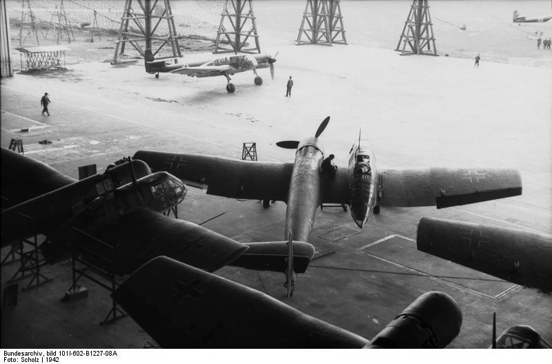 Bundesarchiv_bild_101I-602-B1227-08A,_Aufklärungsflugzeuge_Blohm_-_Voß_BV_141.jpg