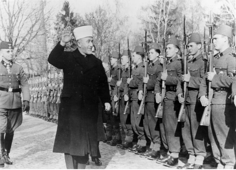 Bundesarchiv_Bild_146-1978-070-04A,_Amin_al_Husseini_bei_bosnischen_SS-Freiwilligen.jpg