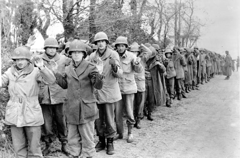 Bundesarchiv_Bild_183-J28589,_Kriegsgefangene_amerikanische_Soldaten.jpg