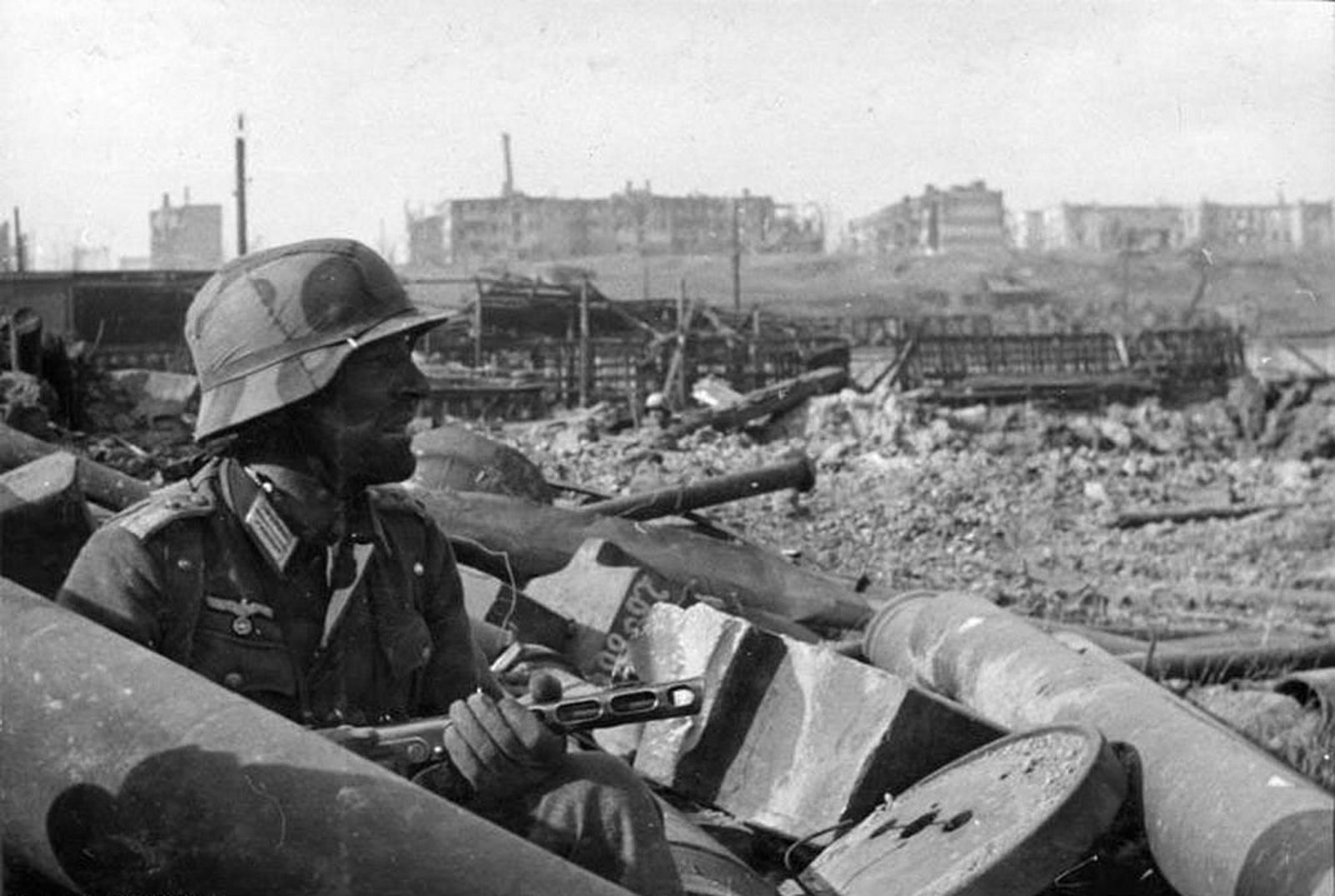 German soldier PPsH-41 Stalingrad ruins.jpg