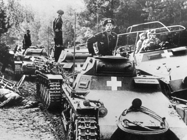 german-tanks-near-the-city-of-bydgoszcz-during-the-invasion-of-poland-september-1939-photo-wik...jpg