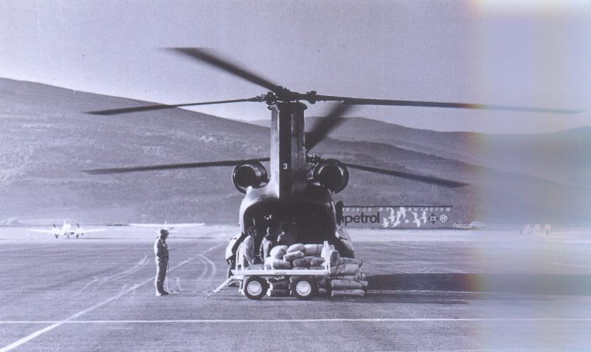 Helicopter_militar_a_l'aeroport_de_la_Seu_d'Urgell.jpg