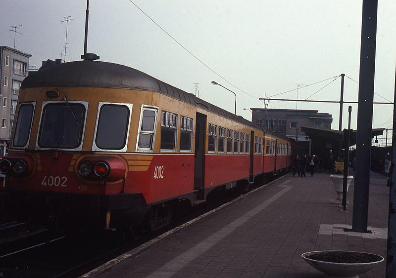Kortrijk_met_dieseltreinstel_in_1980.jpg