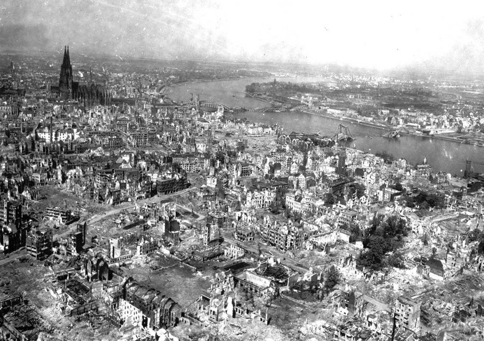 Last_days_of_Nazi_Germany (24).jpg