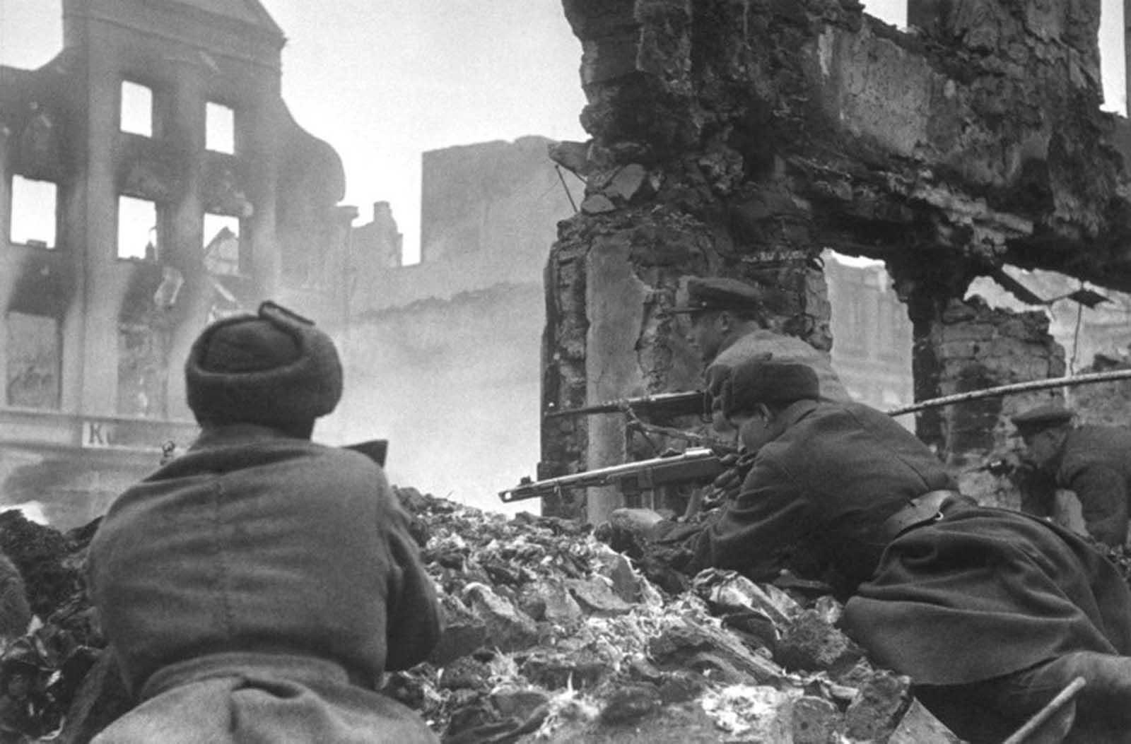 Last_days_of_Nazi_Germany (31).jpg