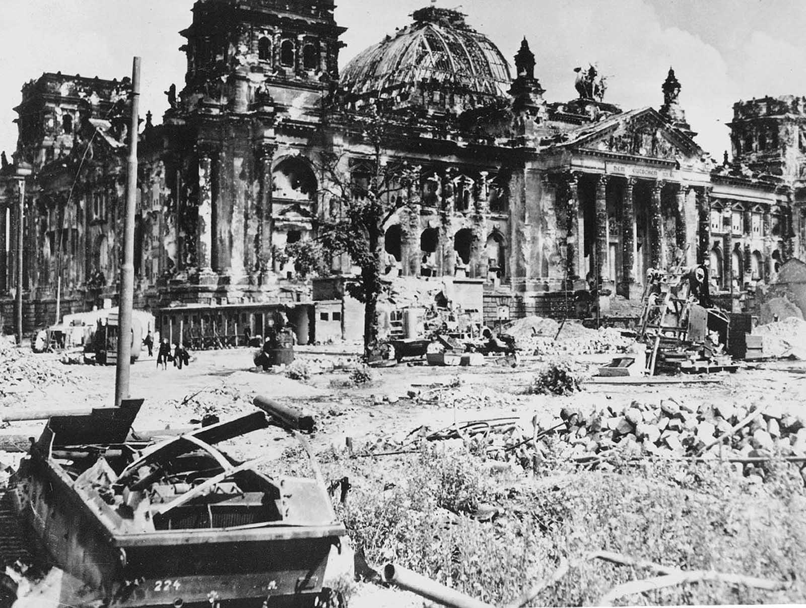 Last_days_of_Nazi_Germany (39).jpg