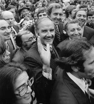 McGoverning Third-Rate Burglary McGovern Muskie campaigning 1972.jpg