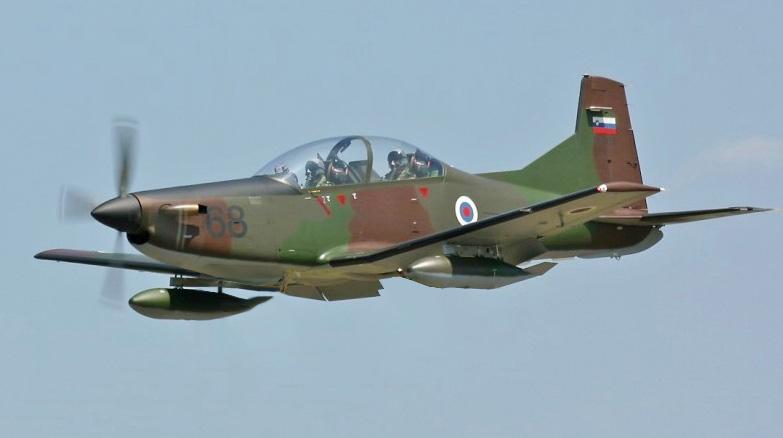 Pilatus_PC-9M_Hudournik_landing_(altered).jpg