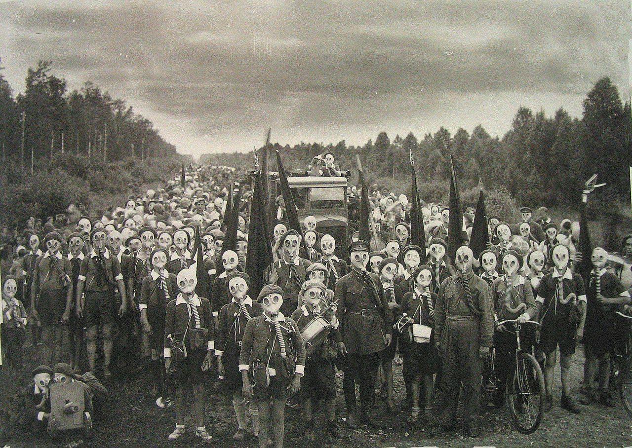 Pioneers_Defense_Drill_Leningrad_USSR_1937_Photographer_Viktor_Bulla.jpg