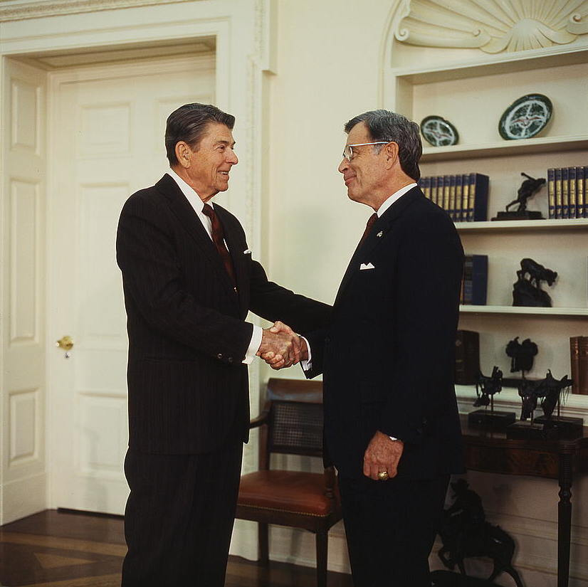 President_Ronald_Reagan,_in_the_Oval_Office,_shaking_hands_with_Republican_Senator_Jeremiah_De...jpg