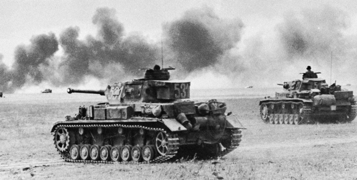 Pz-IV-German-Pz-III-tanks-1942.jpg