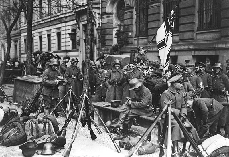 Stahlhelm troops besieging Soviet Bavaria.jpg