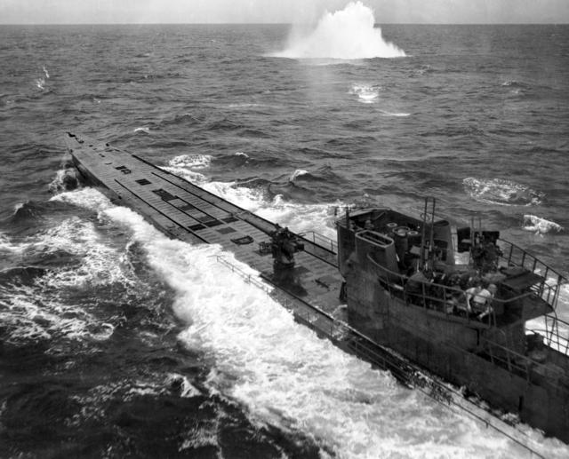 Submarine_attack_(AWM_304949).jpg