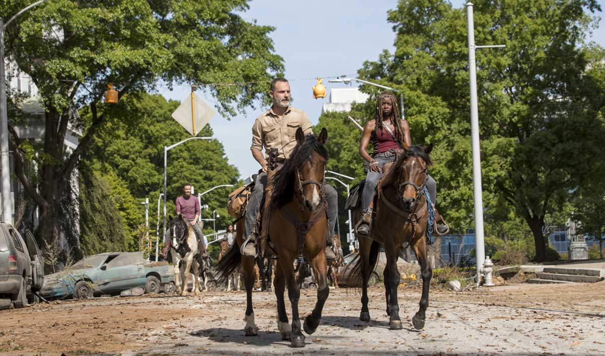 the-walking-dead-episode-901-rick-lincoln-michonne-gurira-horses-1200x707.jpg