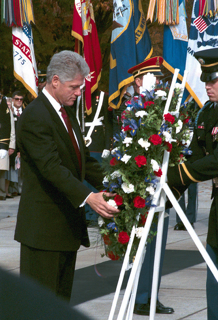 us-president-william-jefferson-clinton-lays-a-veterans-day-wreath-at-the-tomb-fea232-640.jpg