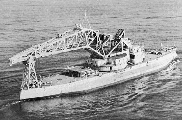 USS_Kearsarge_as_crane_ship_AB-1.jpg