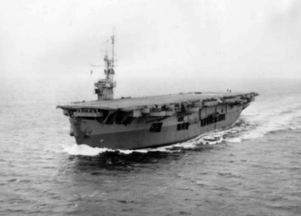 USS_Suwannee_(CVE-27)_underway_in_Puget_Sound_on_31_January_1945.jpg