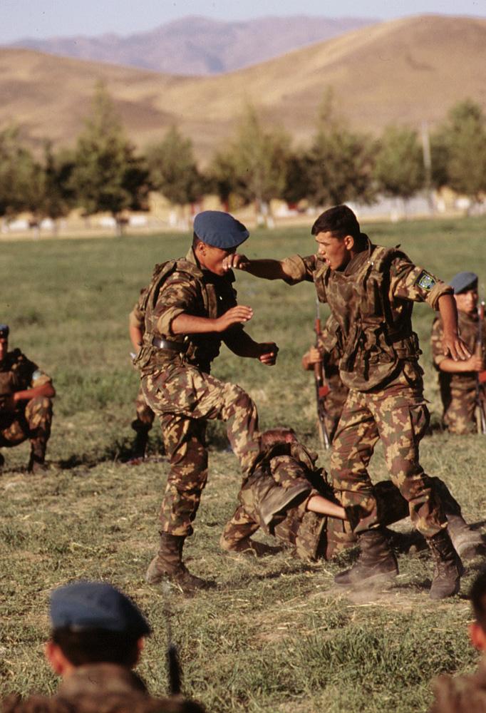 Uzbekistani_soldiers_on_manuevers.jpg