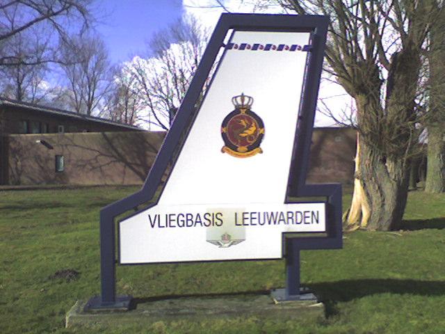 Vliegbasis_Leeuwarden_Bord.jpg